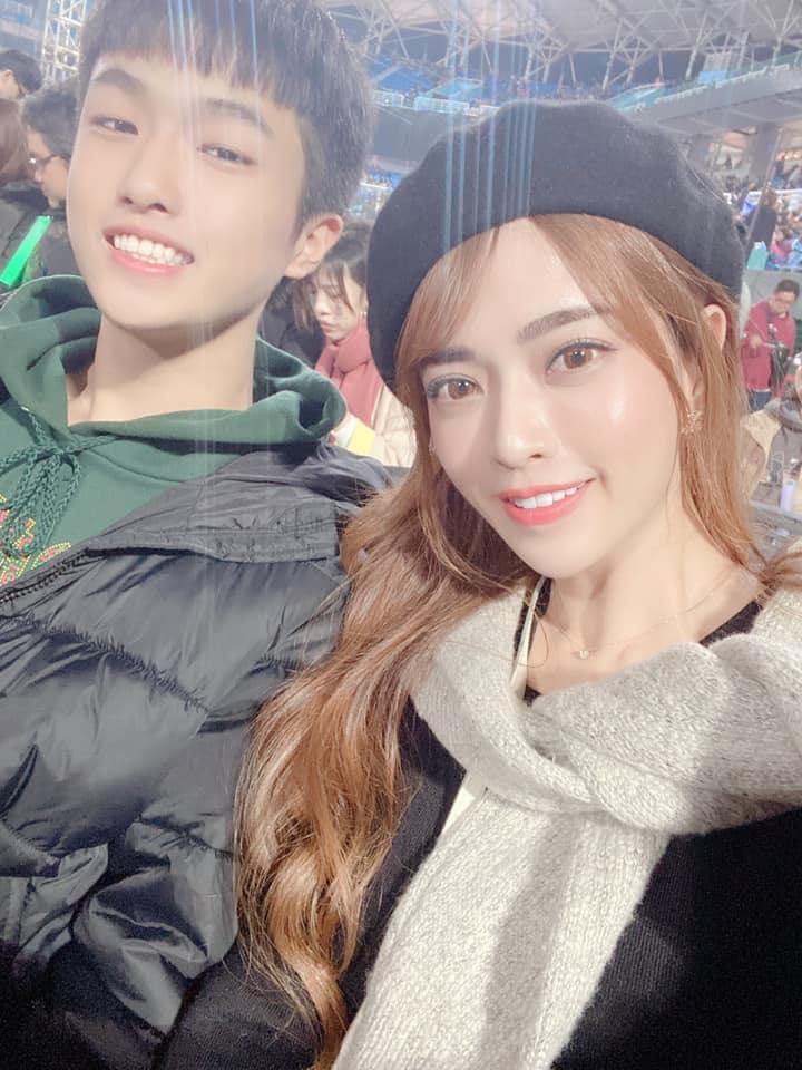 辣媽帶兒子看五月天演唱會 她曬出「母子合照」網友超驚艷:明明是姐弟!