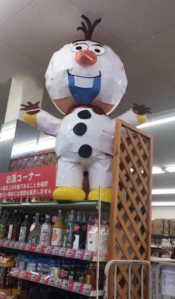 超市驚見「低成本雪寶」越看越眼熟 走到背後「本人曝光」網全笑翻!