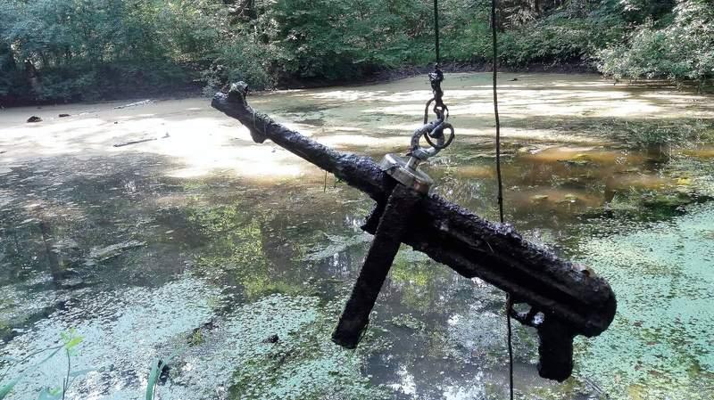 超紅「磁鐵釣魚」釣到未爆彈 各種武器都釣上岸...太驚悚!