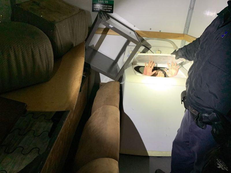 11位中國人「為了進入美國」冒險偷渡 硬擠在「洗衣機、衣櫃」超不人道!