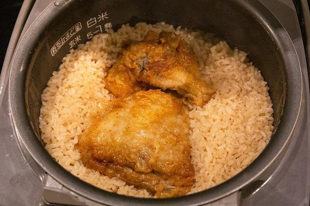 惡魔級美食!神人發明出「肯德基炸雞炒飯」震驚全網:好吃到逆天