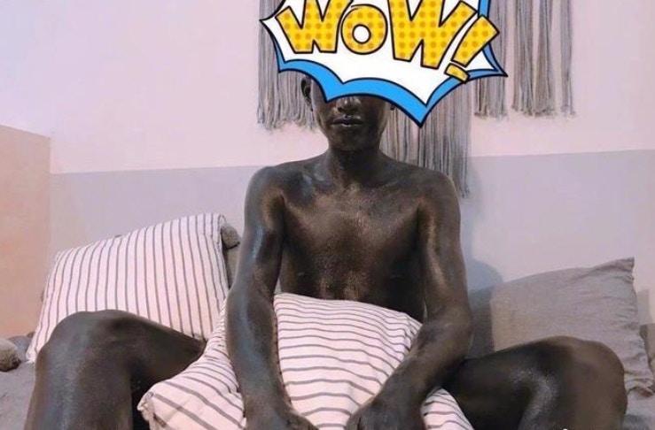 他一覺醒來「身體變全黑」秒被嚇壞 一問女友「發現被玩弄」氣炸:分手吧!