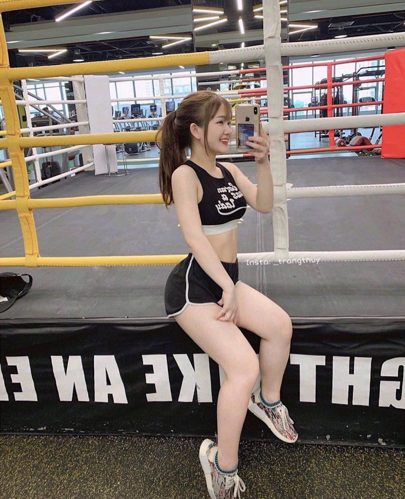 正妹網紅「吃胖10公斤」竟辣出新高度 超神「逆向健身」70萬人瘋狂朝聖!