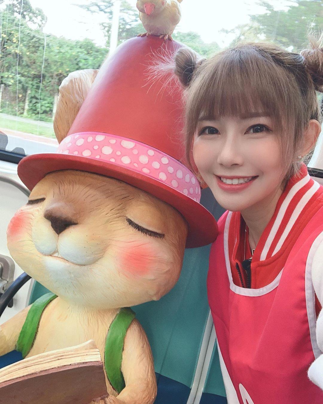 正妹網紅阿樂「自毀形象」扮青蛙 玩遊戲「撐鼻孔張大嘴」粉絲超買單:很可愛