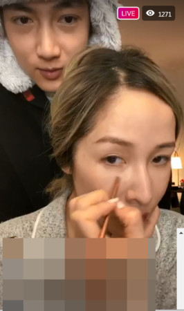 蕭亞軒「素顏直播」同男友曬恩愛!隱忍5年「落淚開嗆」:為什麼要賤踏我?