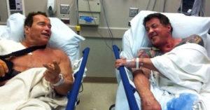 阿諾、史特龍拍不同戲「一起受傷」 剛好被送進「同間醫院」驚喜巧遇!