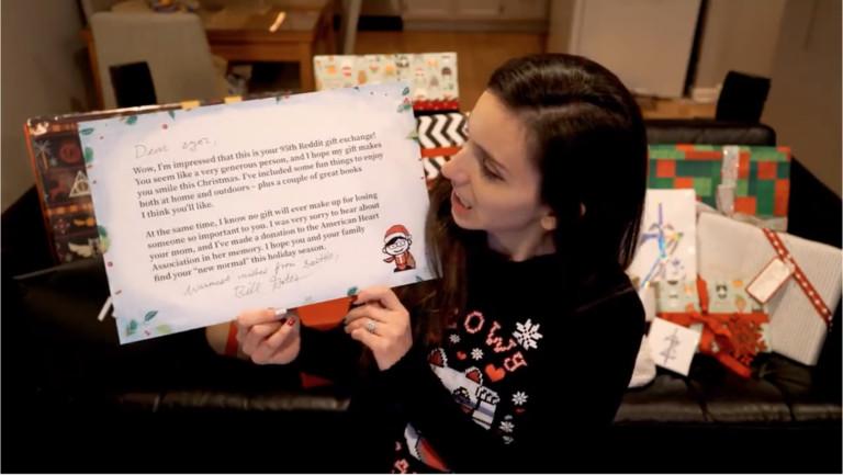 影/她參加「第95次交換禮物」運氣大爆發 大獎「重達36公斤」竟是比爾蓋玆送的!