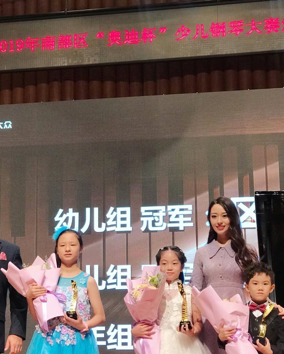 郎朗「仙女老婆」撞臉一堆夢幻女星 神背景《冰雪奇緣2》中文版是她唱的!