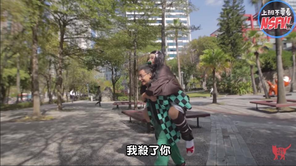 影/Joeman犧牲色相「Cosplay禰豆子」畫面超衝擊 呱吉「變身炭志郎」兄妹合體!
