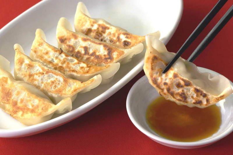 日網友發明「地表最懶煎餃法」關鍵就是all in!吃進去後都一樣啦~