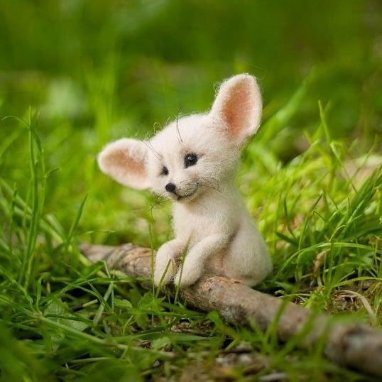 藝術家手做「貓咪羊毛氈」萌翻全網 窗邊「疊羅漢看風景」表情太可愛❤
