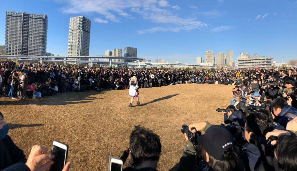 「日本第一女Coser」一現身…宅男湧上「圍成人牆」畫面超壯觀 根本看不到盡頭!