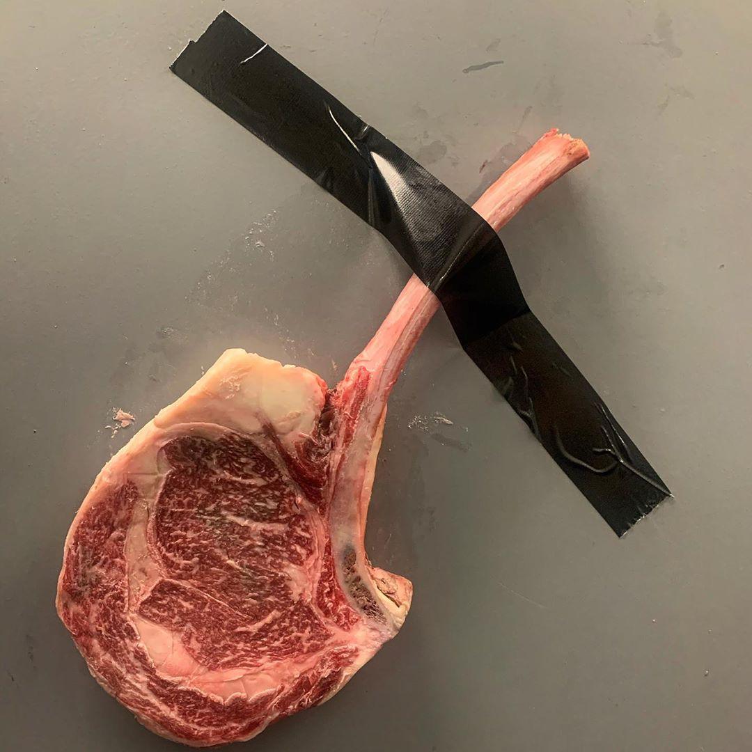 網紅廚師打造「霸氣黃金牛排」被瘋傳 一塊「要價3萬」網全傻眼:吃不起!