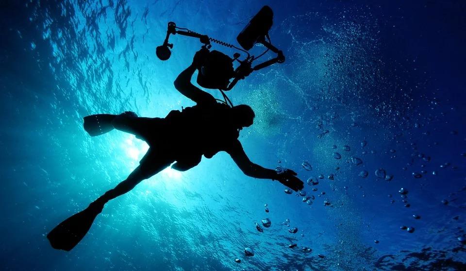 小孩畫出「全家上吊」的恐怖作品嚇壞老師 真相公布...原來是潛水!