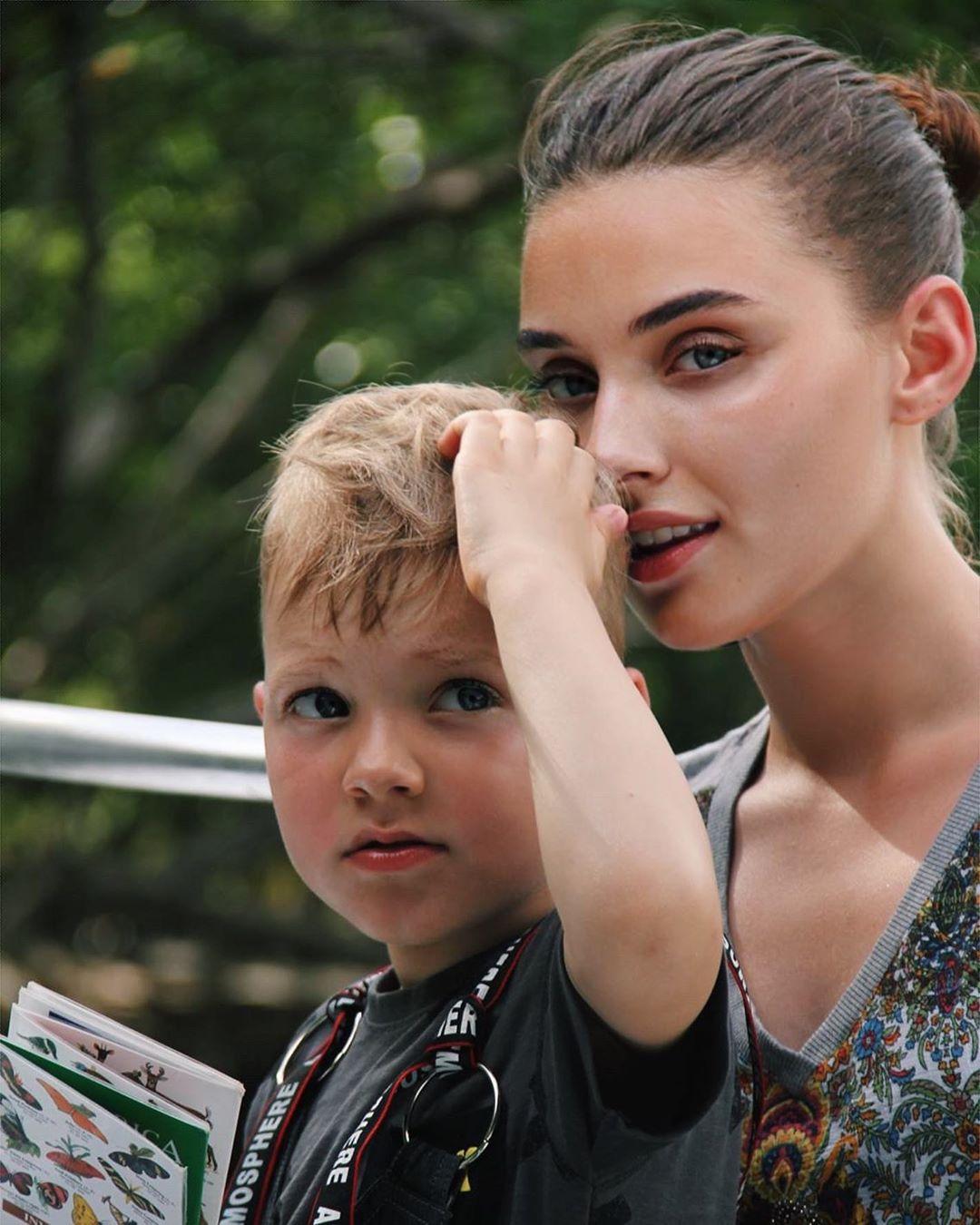 烏克蘭小姐「離婚有小孩」被拔后冠 她開告怒控:這是歧視!