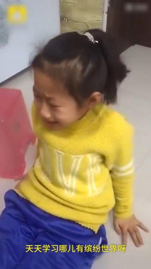 9歲女童作文「我的繽紛世界」寫不出來崩潰爆哭:天天讀書哪來繽紛世界?
