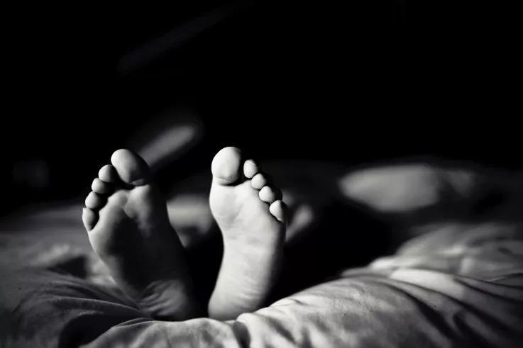 平安夜遭小偷!他深夜驚醒「急安撫小偷」對方緊張澄清:我只舔腳趾不搶錢…