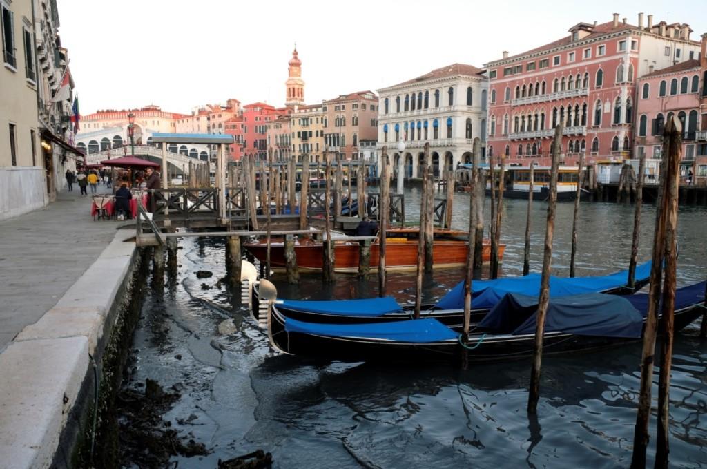 水都威尼斯「運河裡沒有水」 去年11月才水災...現在船全擱淺「旅遊業重挫」