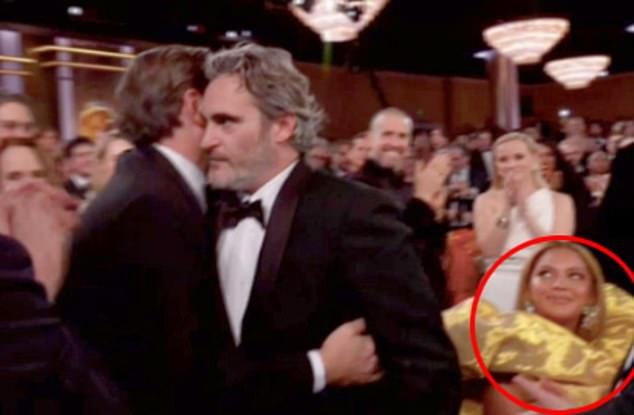 瓦昆得「金球影帝」全場起立鼓掌 眼尖網友見「碧昂絲舉動」罵翻:很不尊重!