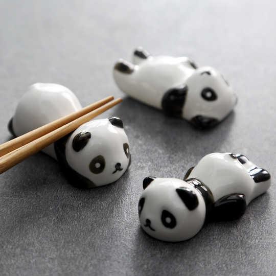 超萌筷子鬼「用小短手」幫你拿餐具 站起來還能變「超Q居家裝飾」