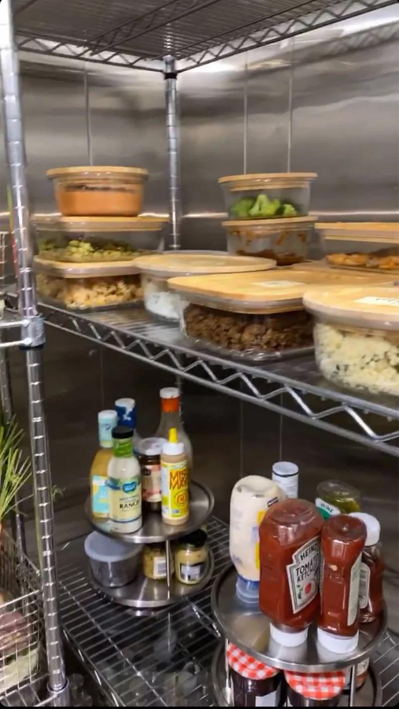 金卡戴珊分享自家冰箱「根本超市大小」 蔬菜全是「豪宅裡種的」!