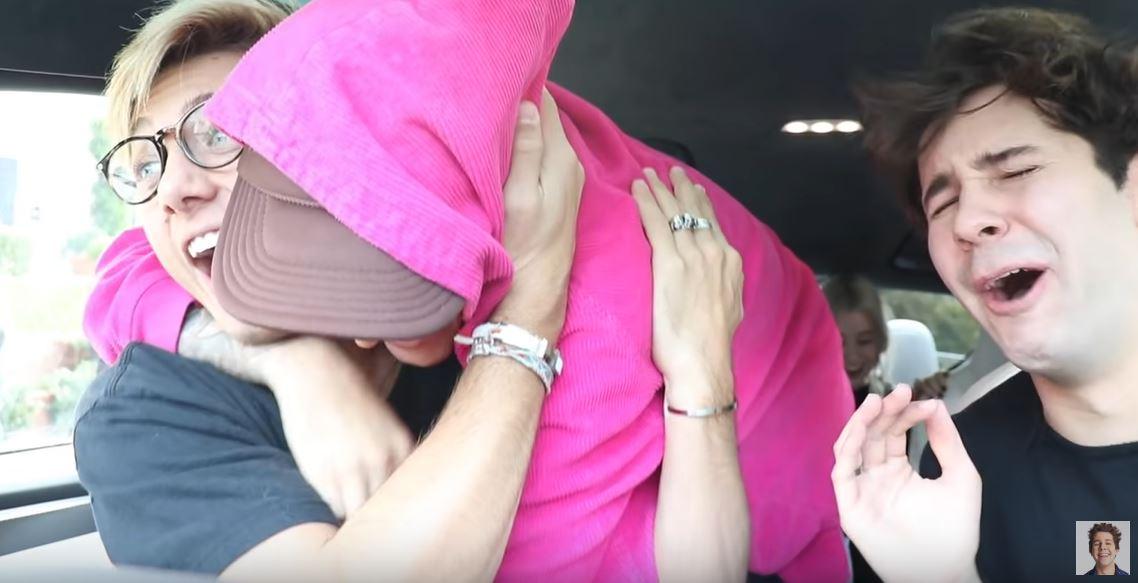 小賈斯汀聯手網紅「給粉絲驚喜」 他突然「從後座環抱」對方嚇壞:這不是做夢?