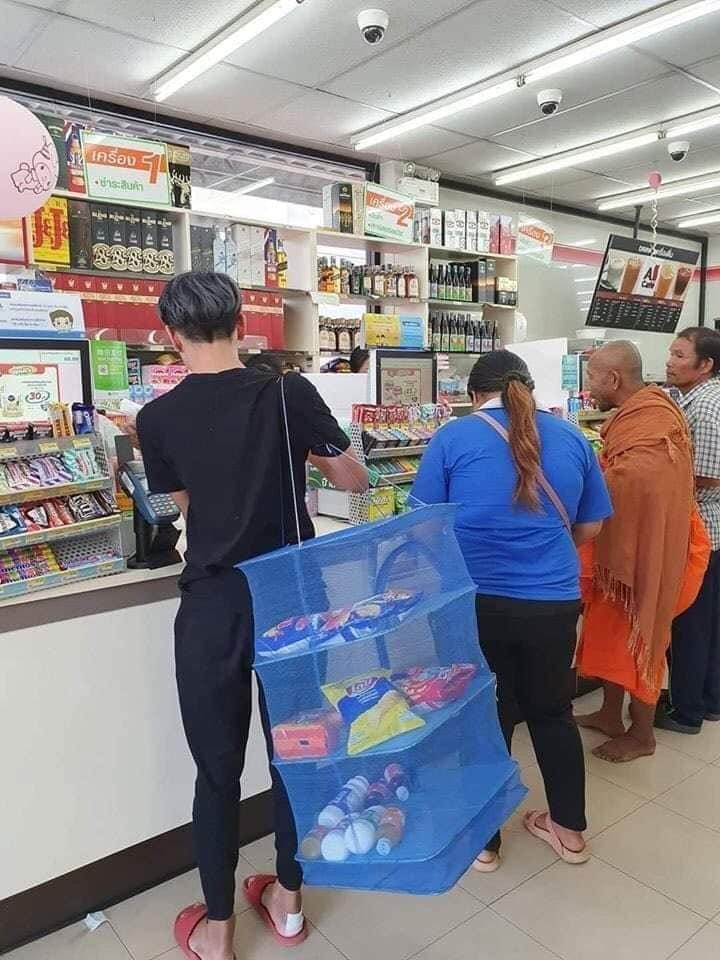 泰國民眾熱衷「保護地球運動」超樂天 不拿塑料袋「改用水泥推車」購物!