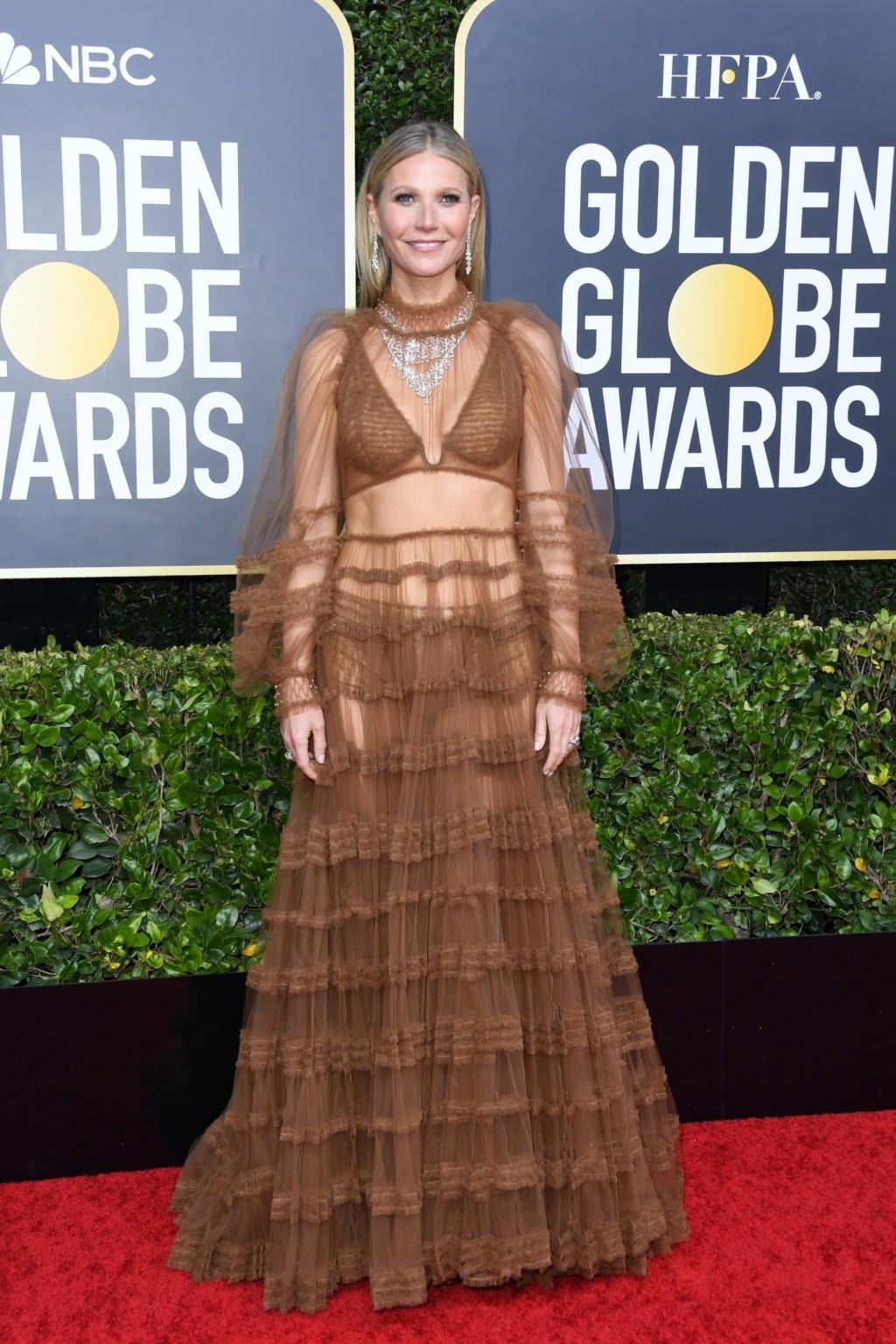 第77屆金球獎「紅毯美照」整理 翹臀珍穿「聖誕禮服」照樣稱霸全場!