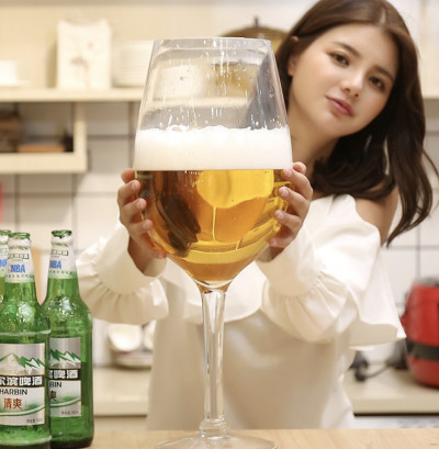 韓國推「巨人級酒杯」比頭還大 搞笑設計「專治酒鬼」讓你一杯就倒!