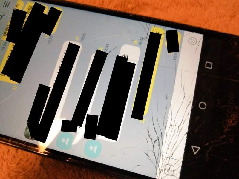 手機被摔慘...撿起驚覺「背板→天使翅膀」網哭:為何我的是蜘蛛網QQ