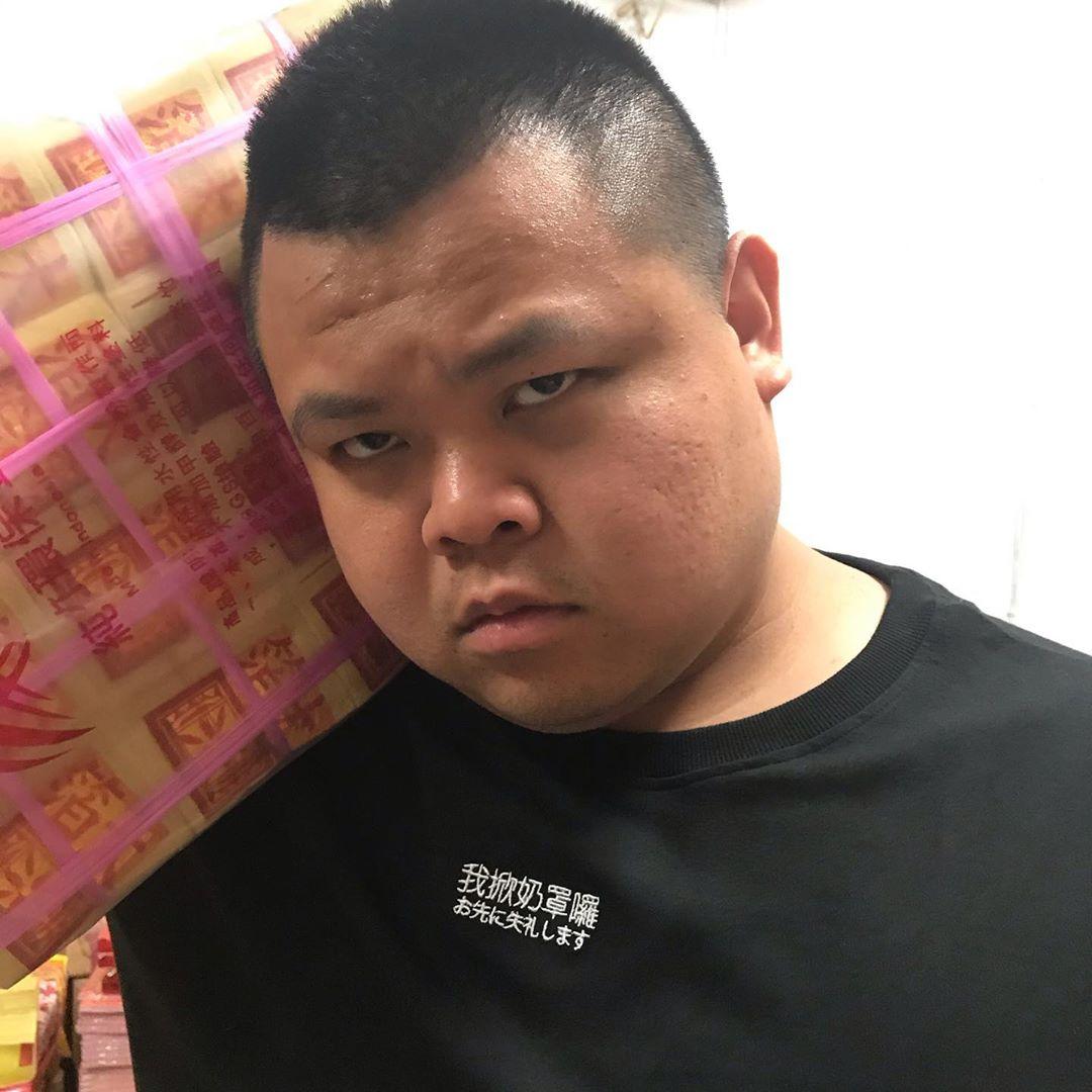 《狠愛演》大蛇丸青澀照曝光!小V臉「清瘦模樣」震驚全網:你誰?