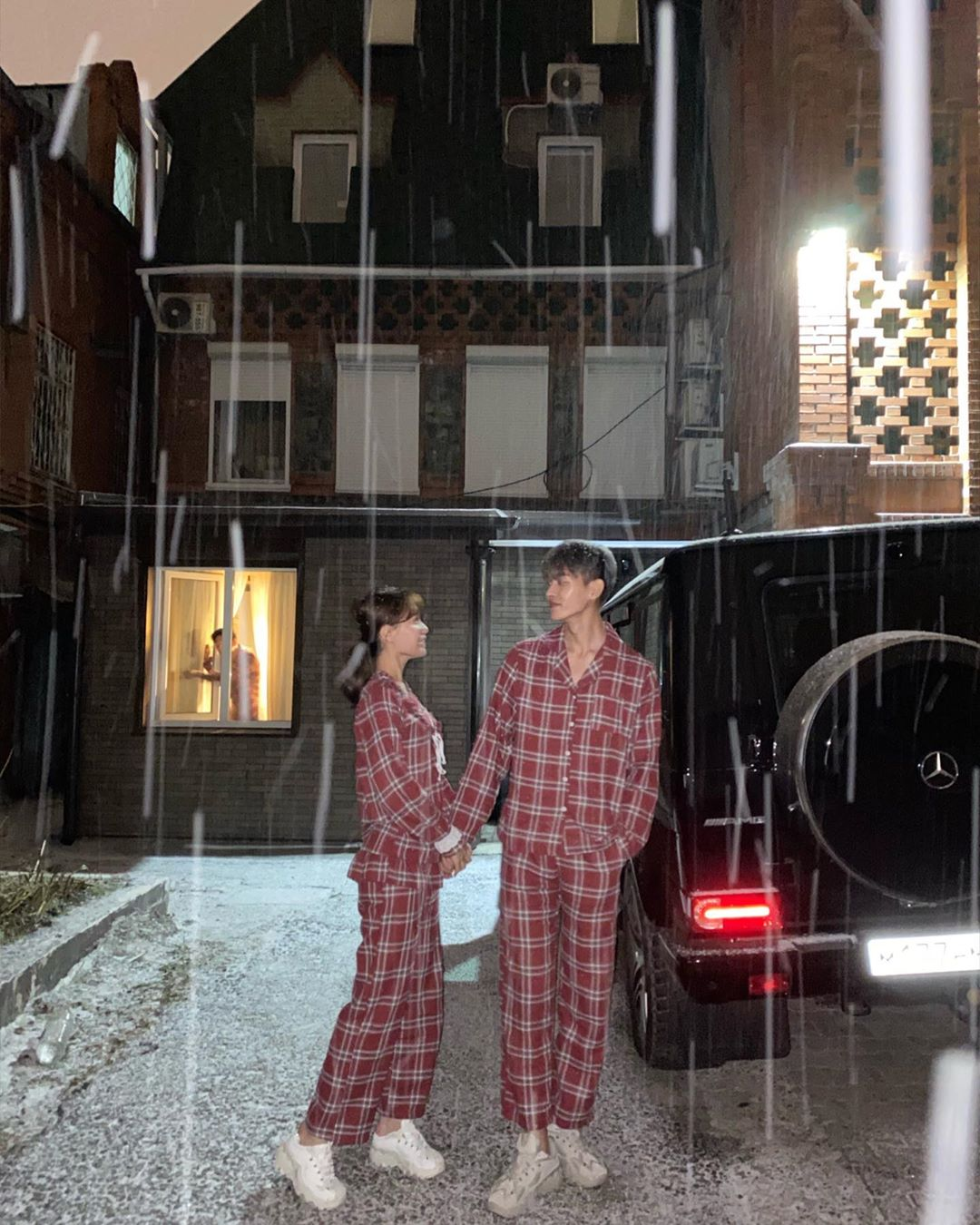 放閃必追「超高明情侶裝」模範IG 連圍巾都要「情侶圍」甜蜜無極限!