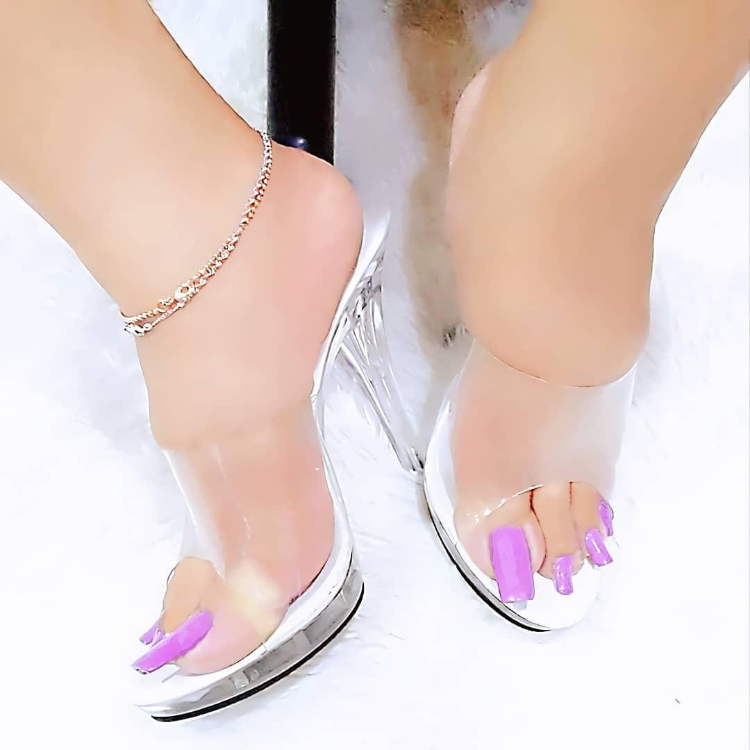 2020最新時尚是「超長腳指甲」!少女把指甲留到「像迅猛龍」畫面太衝擊