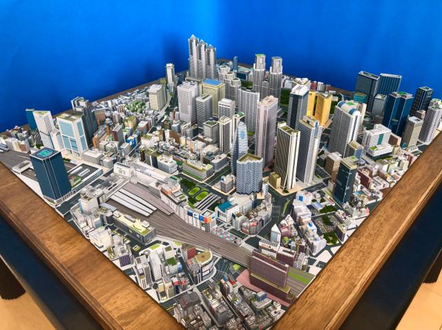日本「神手級白領」手作東京鳥瞰模型 超細緻「紙製新宿區」鄉民全跪了!