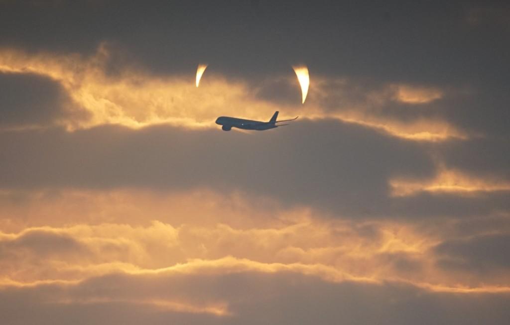 惡魔降臨地球?攝影師拍下「惡魔角日出照」NASA也驚呆:太稀奇了!