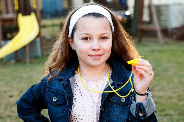 女童提倡「吹哨反欺負」席捲校園 上學「人人帶哨子」才發現超多人受害!