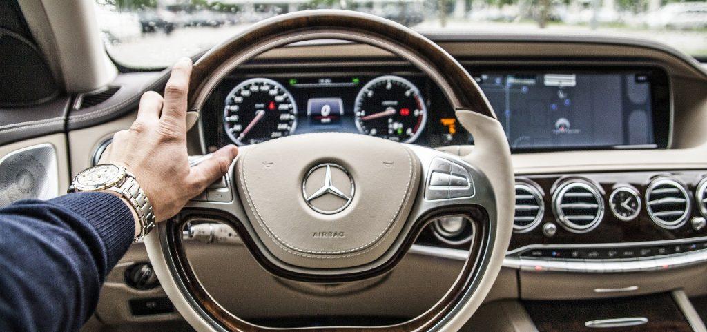 最新研究發現「開雙B的人特別機車」 心理學教授證實:財富會讓人腐敗!