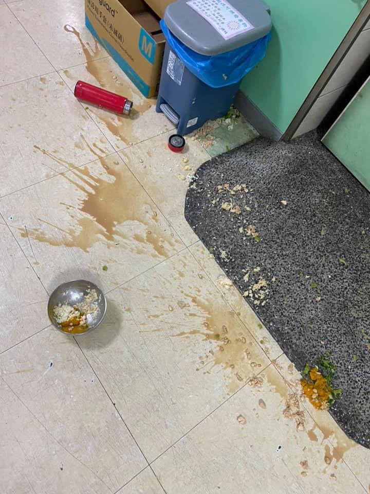 住院病人「吵著吃泡麵」狂摔飯菜 護理師怒:累翻還得哄40歲巨嬰!