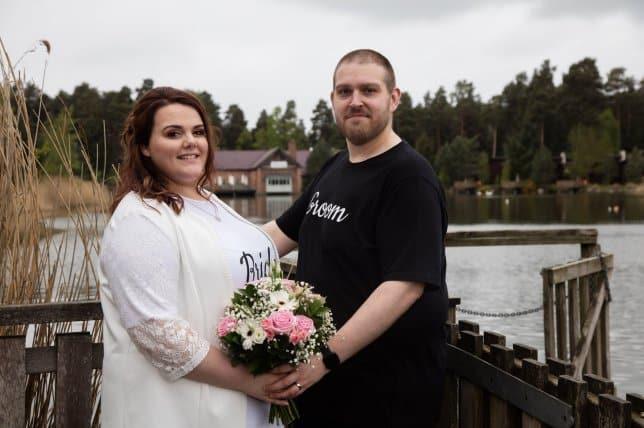 夫妻堅持「只穿T恤」結婚!證明找到對的人「婚禮不用花大錢」