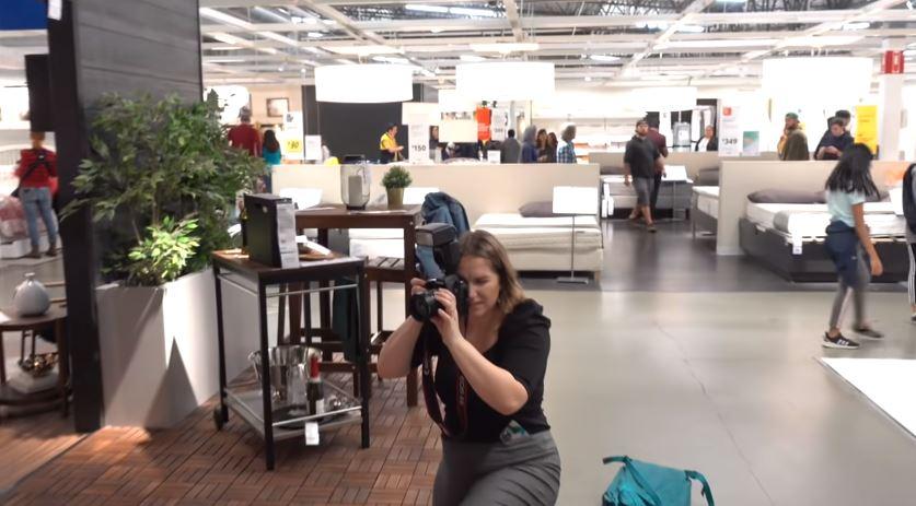 網美去「IKEA拍照」假裝出國玩!31萬粉絲全被騙「標籤露出」沒人發現