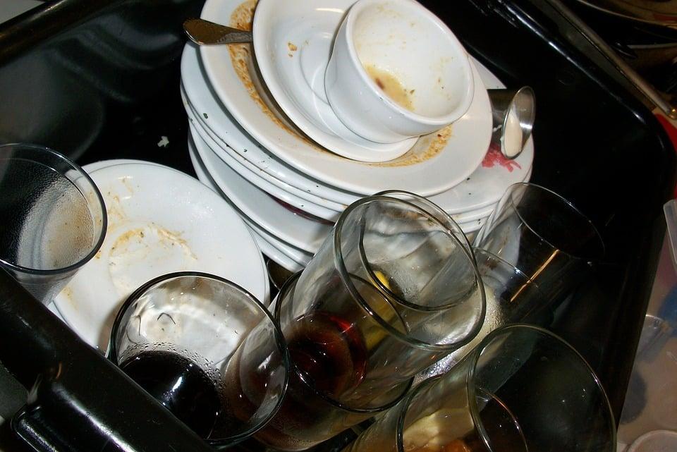 研究發現「洗碗可以紓壓」!越專注越能「提升啟發力」降低神經質