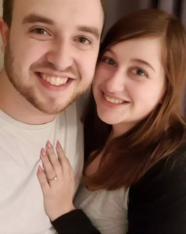 第一次約會「就是吃披薩」!他串通店員「用特製披薩求婚」成功娶到老婆