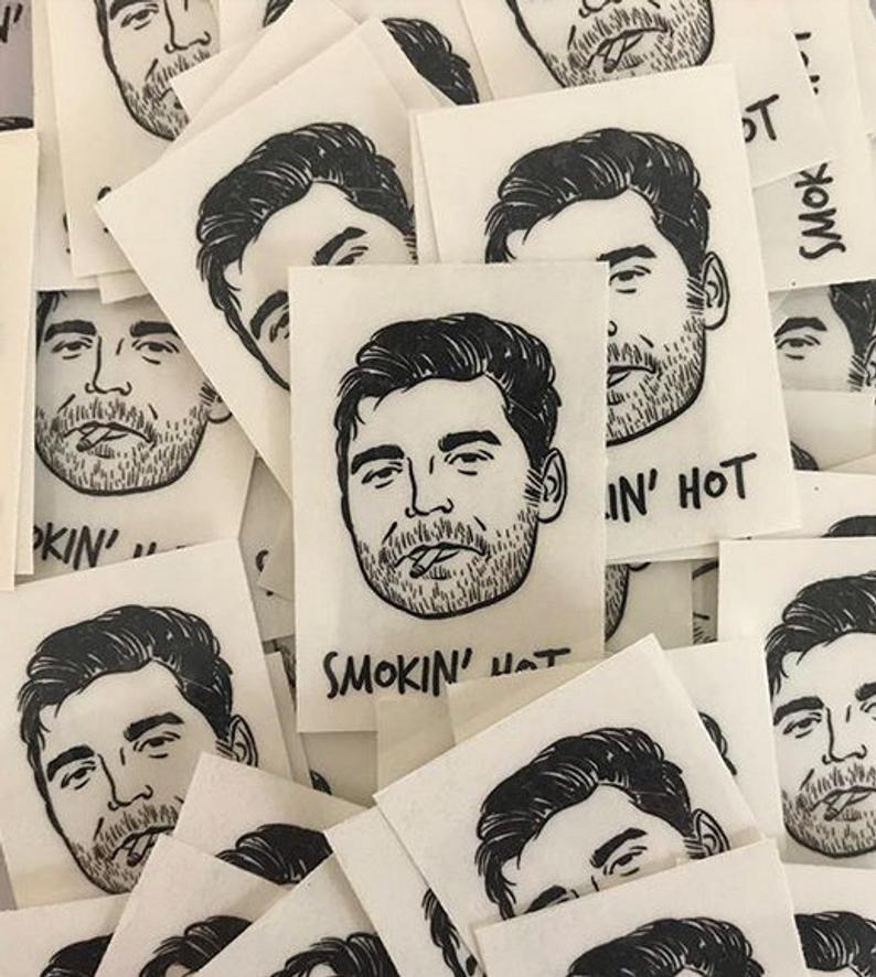 國外推「閨蜜刺青貼紙」把好友放身上 輕鬆試水溫「撕破臉」也不怕後悔