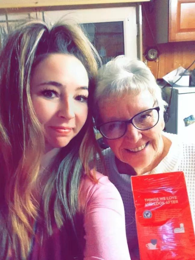 76歲阿嬤沒戴眼鏡把「套套當成紅茶包」狂掃整箱 店員嚇傻!