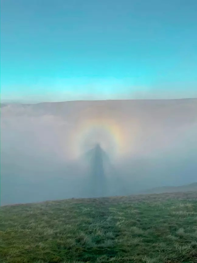 他捕捉「天使被彩虹包圍」畫面 專家曝「神秘現象」夠幸運才看得到!