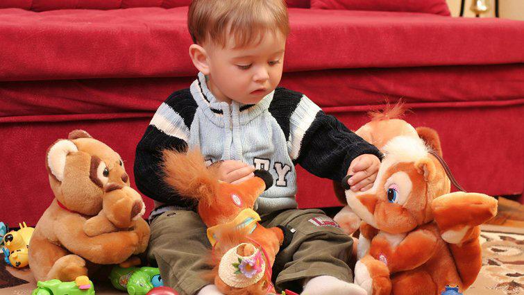 男生玩娃娃「會太娘?」研究發現「異性緣超好」女友:是真的!