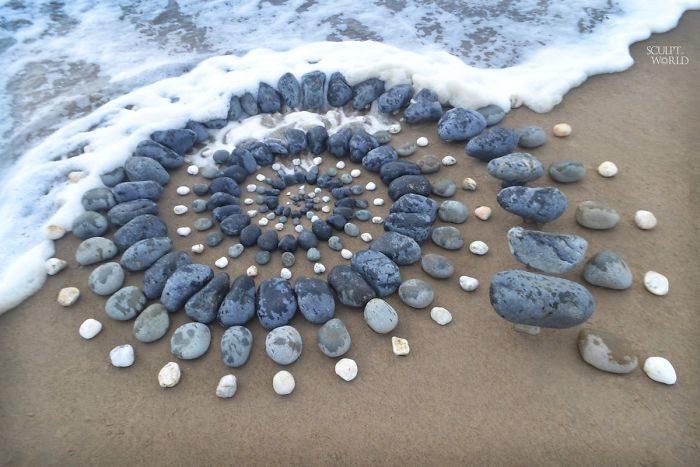30個「比PS還讓人驚艷」的石頭藝術 黃金比例+「完美配色」療癒度破表!