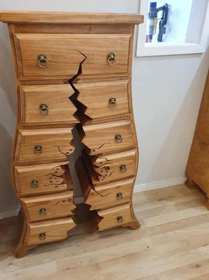 卡通裡才會出現的「破洞造型櫃」 正面「破一個大洞」大家卻搶著要!