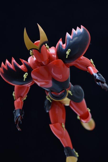 神人把「百元小物→鋼鐵超人」被推爆 黃色小鴨比「漫威浩克」還兇!