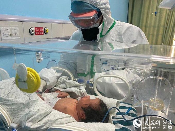 出生30小時「確診染武肺」成最小病患 恐「垂直傳染」專家解釋:先別緊張!